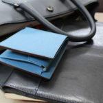 造りのワザが光る、シュランケンカーフの二つ折り財布