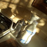 工房内の朝日溢れるキッチン