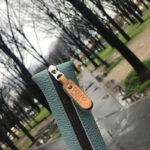 パリの少し曇った空に良く似合う「スカイ色」のペンケース